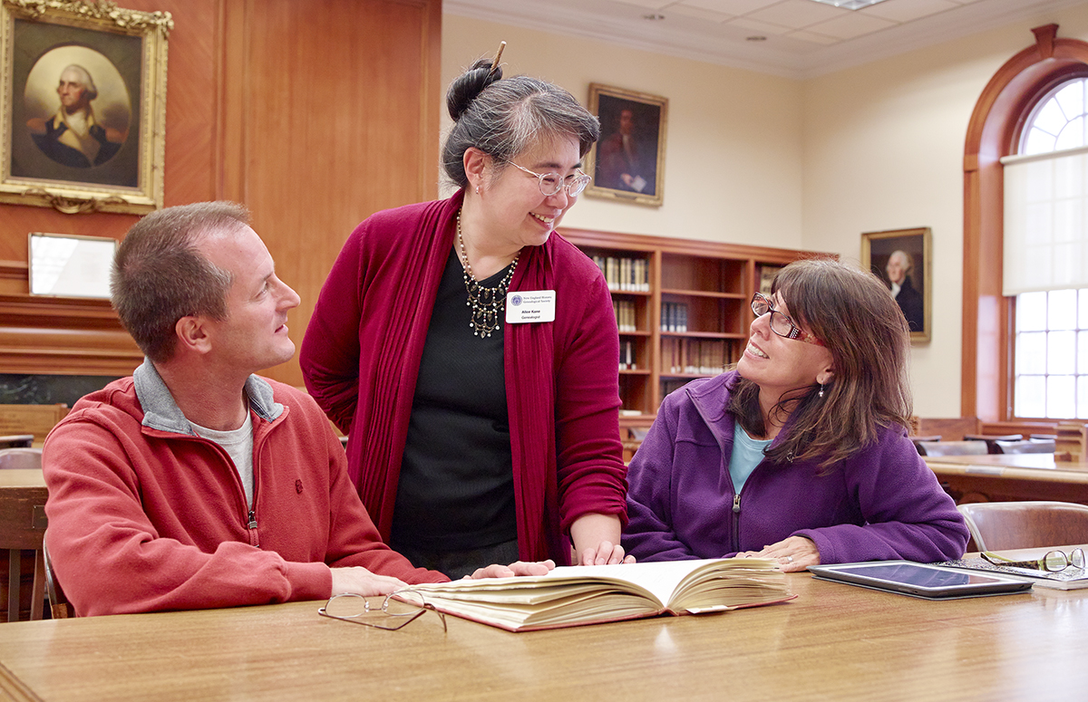 NEHGS Genealogist Alice Kane with patrons